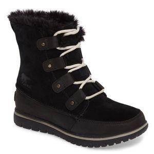 Sorel Cozy Joan black fur snow boots winter 8.5